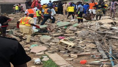 Photo of Woman Dies in a Collapsed Building