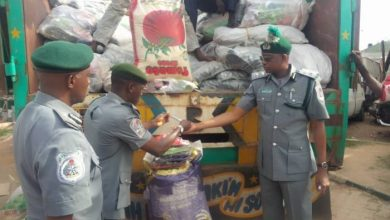 Photo of Palliative: Customs Releases 6,154 Bags of Rice