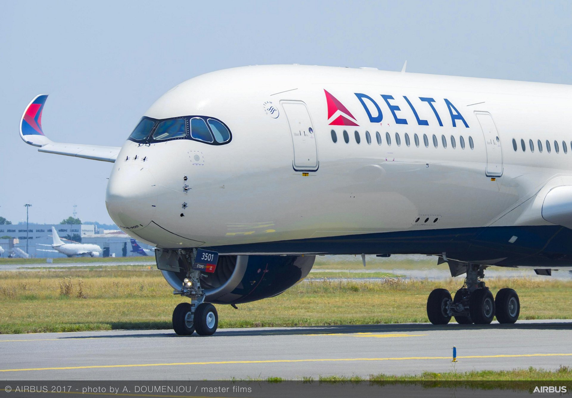 Photo of 500 Delta Airlines Staff Test Positive for COVID-19, Loses 10