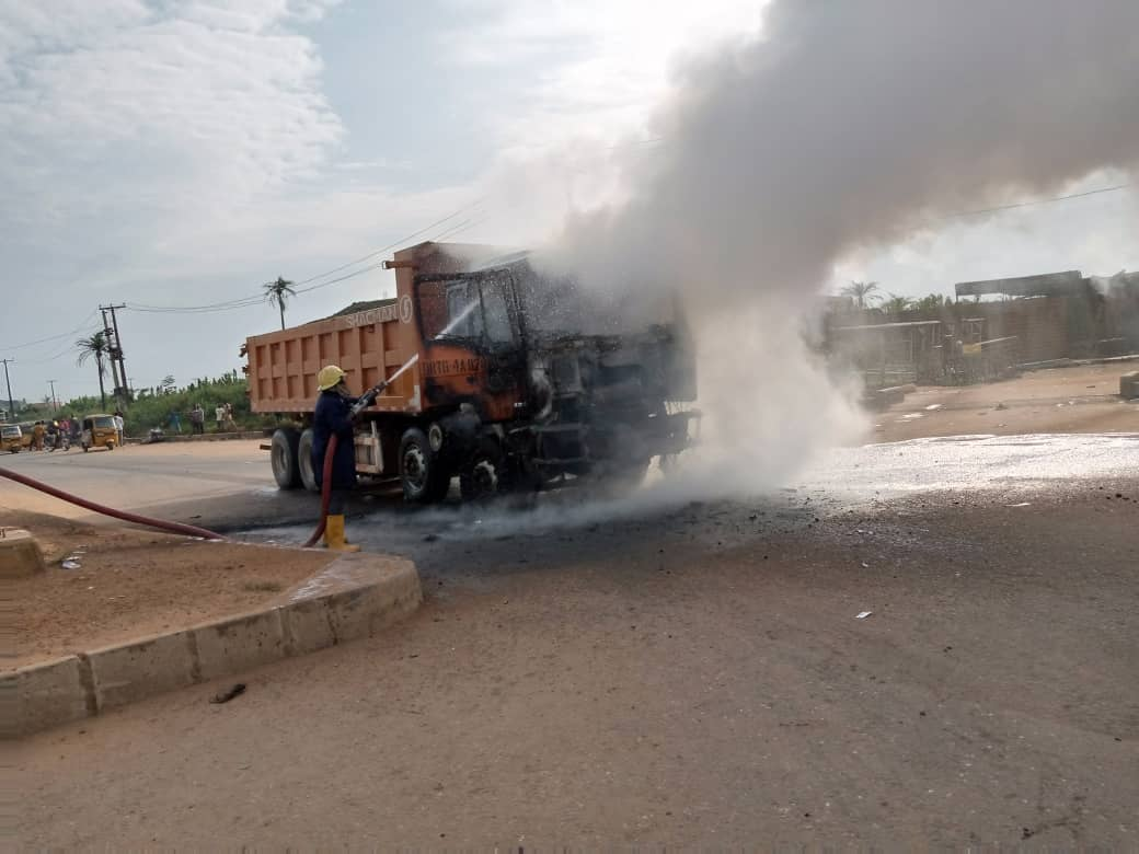 Angry  Mob Sets  Dangote Truck Ablaze for Crushing Okada Rider To Death