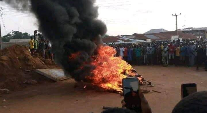 Mob Set Suspected Armed Robber Ablaze in Ibadan
